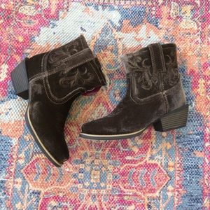 NWT Justin brown velvet square toe cowboy boots